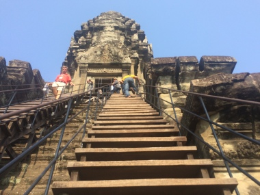 The climb to the top of Angkor Wat